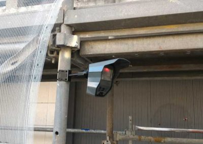 Poseur d'une alarme de chantier à Cherbourg (50-Manche) en Normandie