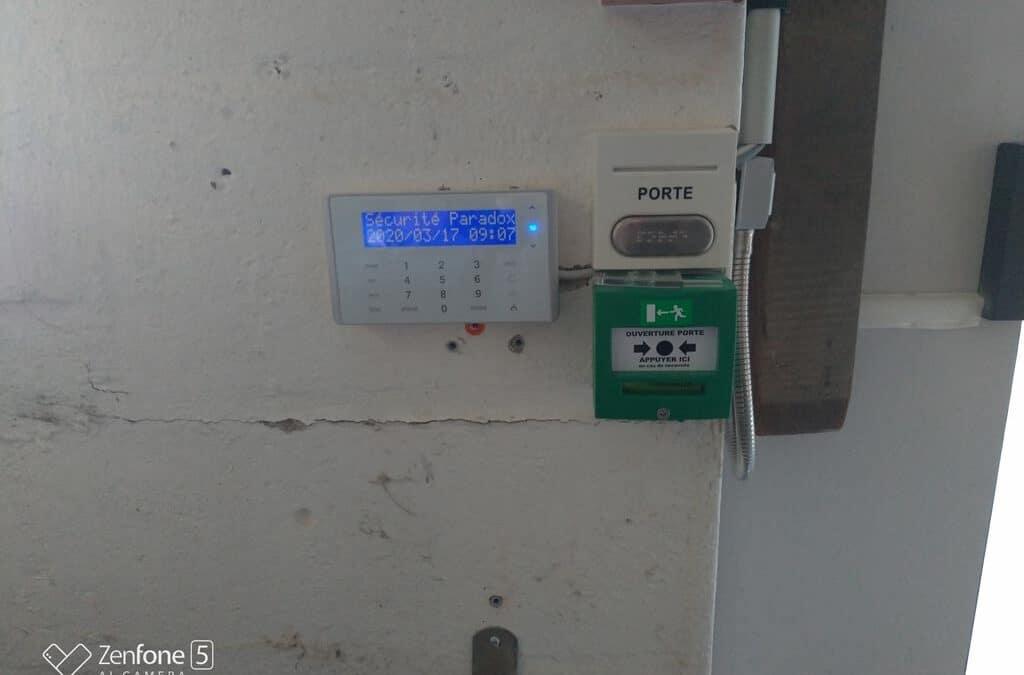 Installation d'une alarme et de plusieurs contrôles d'accès dans un magasin d'ameublement près de Saint-Lô (Manche – 50)